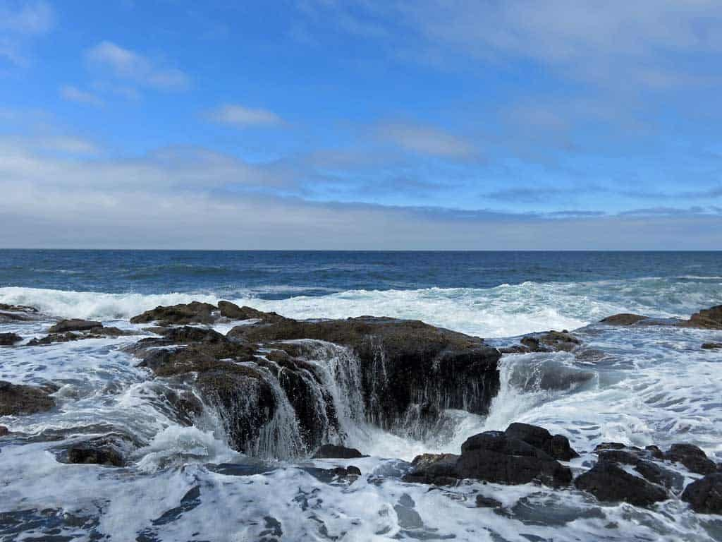 Thor's Well at Cape Perpetua in Oregon | Photo by Jeff Hollett (Public Domain)
